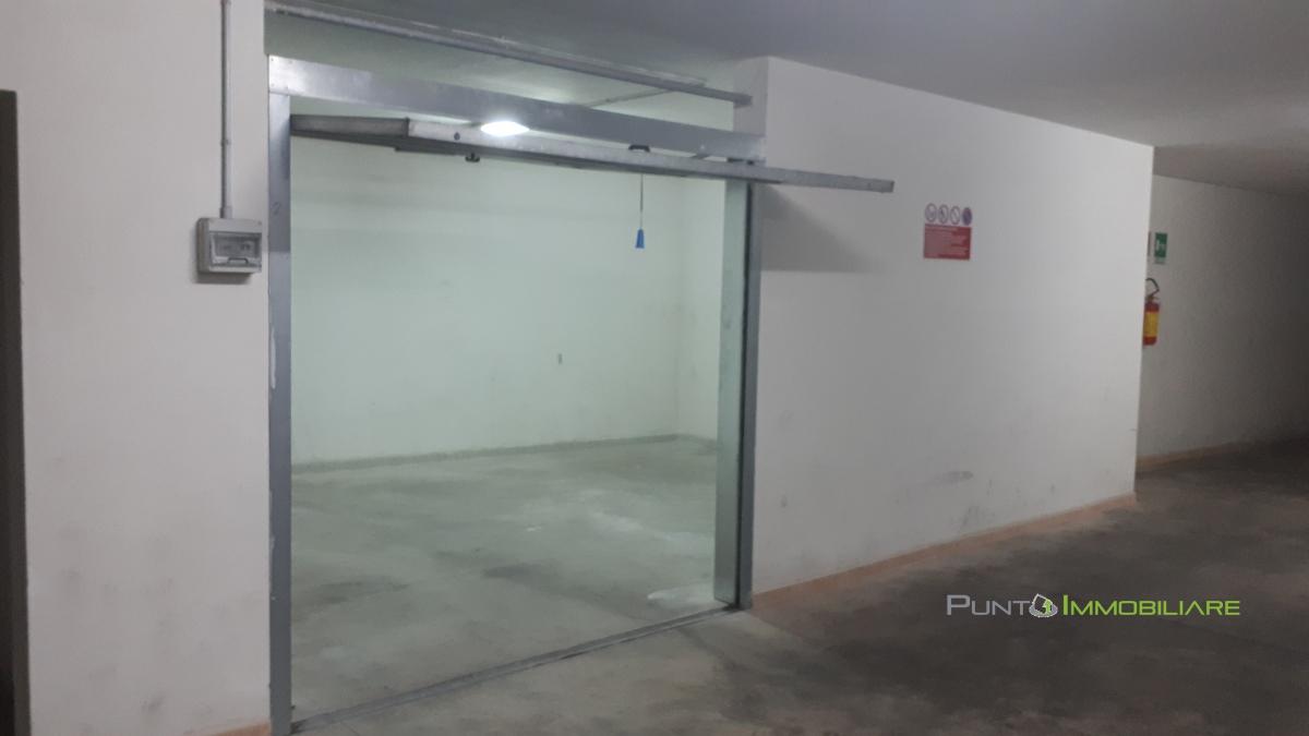 Box/auto vendita BRINDISI (BR) - 1 LOCALI - 34 MQ