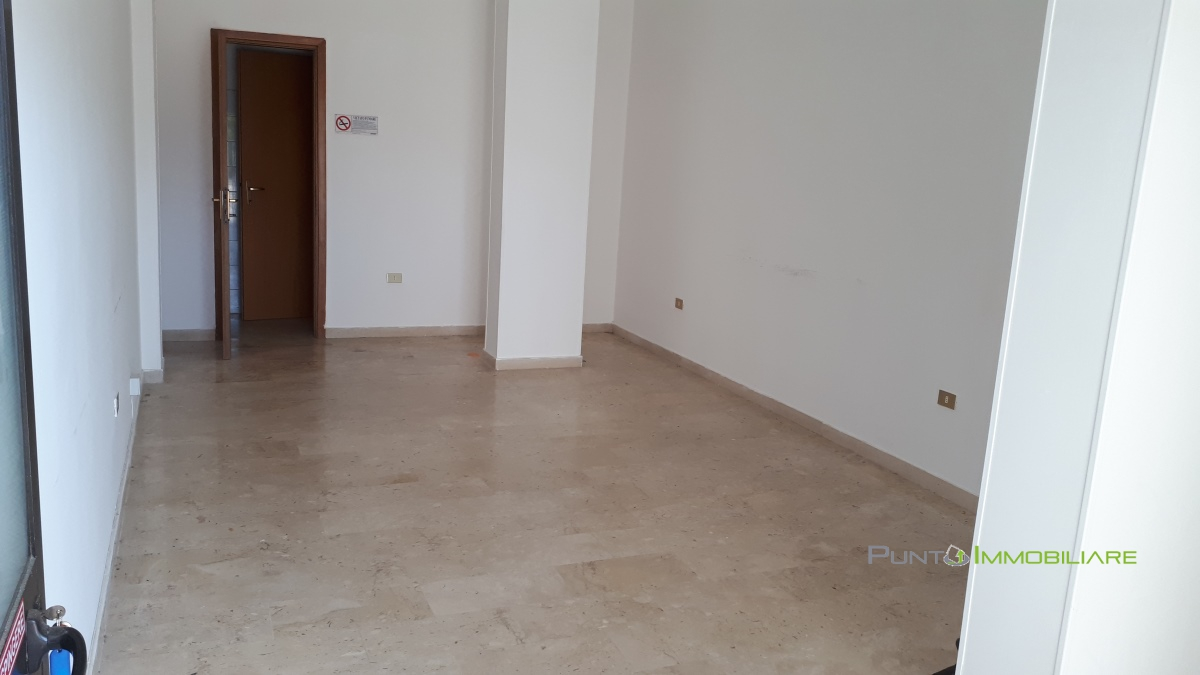 Locale Commerciale Brindisi BR1098046
