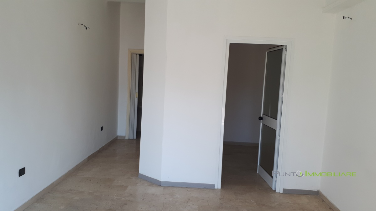 Locale Commerciale Brindisi BR1098048